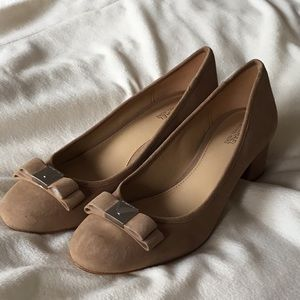 Michael Kors NEW tan suede chunk kitten heels